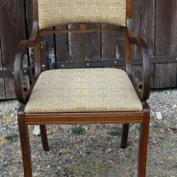 fauteuil capitonné à crosses face