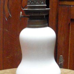 pied de lampe à pétrole blanc recto