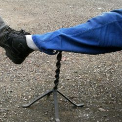 repose jambe fer forgé en action
