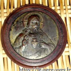 religieux christ cuivre sur bois