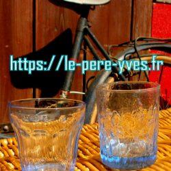 verres grands bleus biais compa