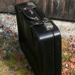valise croute cuir debout