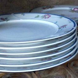assiettes lynns plates pile