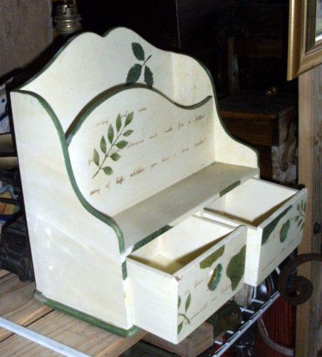 range courrier bois peint ouvert