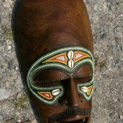 masque africain moustachu face