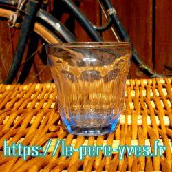 verres grands bleus biais face