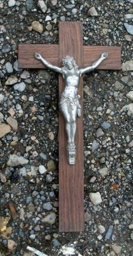 grand crucifix de loin