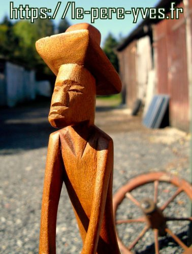 statuette travailleur agricole détail gauche