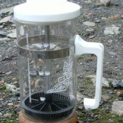 cafetière à piston avec liège gauche