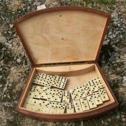 domino rouge boite ouverte