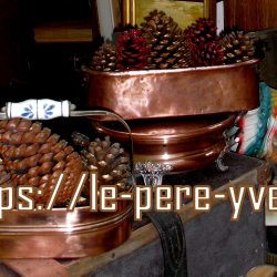 centre de table truitière cuivre atelier pommes de pin
