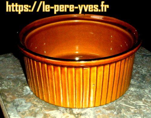 plat à four rond brun coté