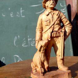 statuette bois chasseur chien atelier