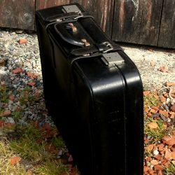 valise simili cuir debout